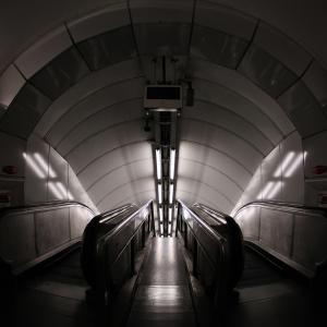 Dare to go down (Bank Tube Station)